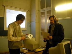 Г. Курячий вручает диплом, книгу и диск с Symply А. Ерофееву из Самары